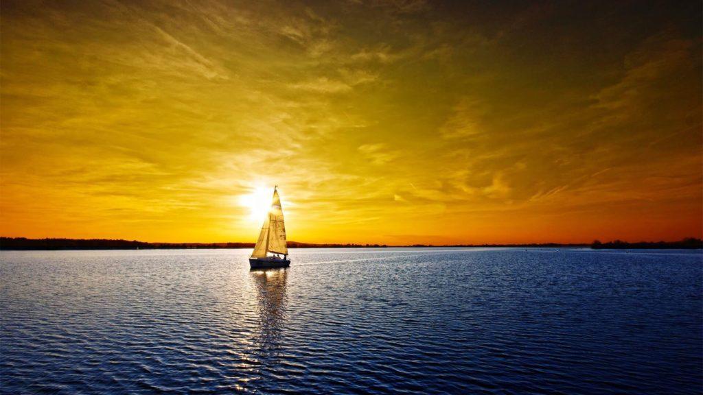 Кораблик на фоне солнца